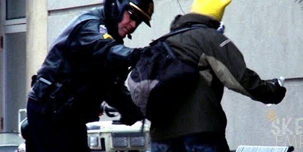 urinar-gozar-com-policia